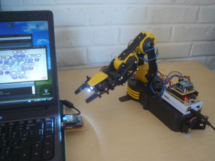 """Make Wired Robotic Arm Edge to """"Wireless"""" using DIY Arduino and XBee"""