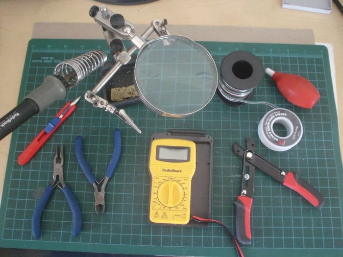 """Tools Make Wired Robotic Arm Edge to """"Wireless"""" using DIY Arduino and XBee"""